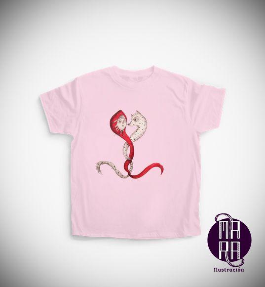 Camiseta Caperucita para niña Colores disponibles: Blanco - Rosado - Azul Edades: 7/8 - 9/11 - 12/14 http://camaloon.es/descubre/artistas/mara-ilustracion/creaciones/bosque/camisetas-personalizadas/camisetas-infantiles-personalizadas/productos