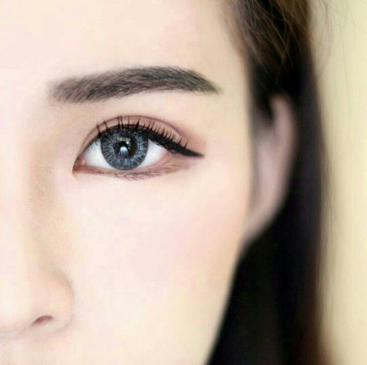 The korean eyebrow look