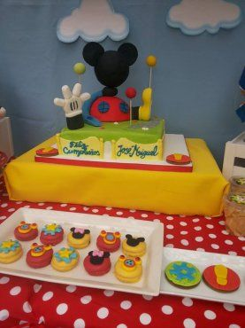 colorida fiesta de la casa de mickey mouse