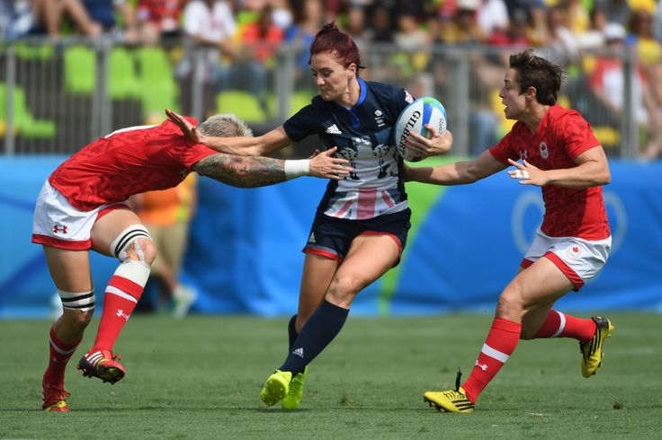 Canada's Jennifer Kish (L) tackles Britain's Joanne Watmore (C) in the womens rugby sevens match between Canada and Britain during the Rio 2016 Olympic Games at Deodoro Stadium in Rio de Janeiro on August 7, 2016. / AFP / Pascal GUYOT