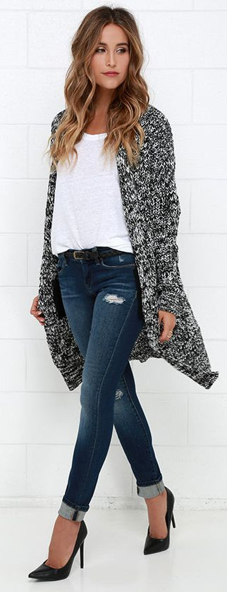 I love the mix of chunky sweater cardigan with the classic black pumps. Looks chic, but also comfy!!