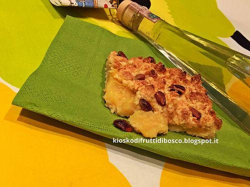 Kiosko di frutti di bosco: Torta briciola con pistacchi e crema al limoncello...