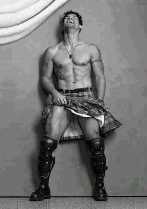 Mmm, Laughing sexy men in kilts :-) **