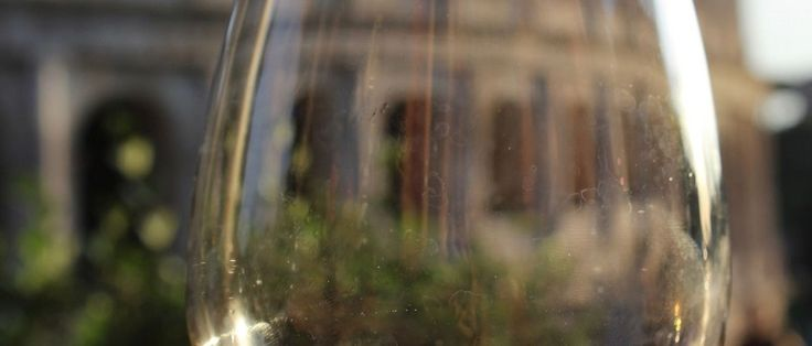 Consumir bebidas alcoólicas nas ruas de Roma ou até comprá-las será proibido em determinados horários e áreas da cidade a partir do próximo dia 2 de agosto, no ápice do verão europeu. O motivo é que nesta data entrará em vigor a diretriz anti-álcool, aprovada pela administração da prefeita...