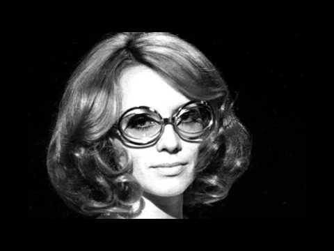 Naďa Urbánková-Skála - YouTube
