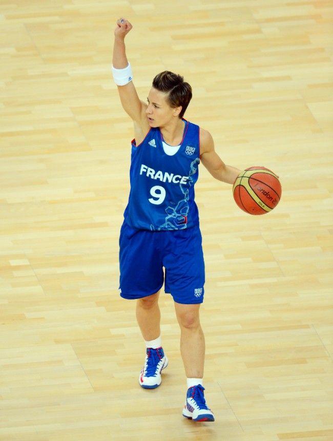 Céline Dumerc annonce un système lors de la demi-finale face aux Russes, à Londres, 9 août 2012
