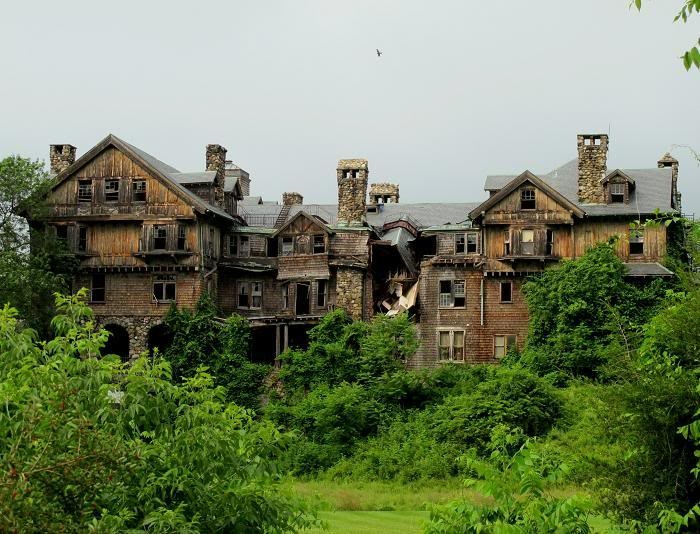 Halcyon Hall at the Bennett School in New York. Such a sad sight.: Beautiful Building
