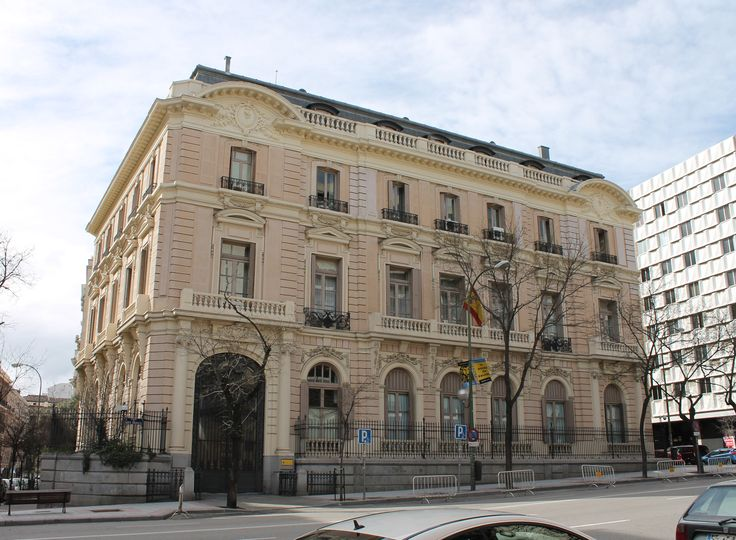 100 ideas to try about old palaces madrid no se tiempo for Oficinas banca march madrid