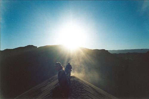 esta foto es de la janda caminando en la duna gigante del valle de la luna <BR>ojala lo cachen <BR>tengo toda la fe en que julio estare alla nuevamente <BR>saludos a las gentes <BR>saludos a todossssssssss <BR> <BR>seeeeeeeeeee!!!!!! <BR>vamosssssssssss!!!!!! <BR>vamosss que se puede!!! <BR> <BR> <BR> <BR>AWANTE LA T_T y toa su gente!!! <BR>... eres sensacion, eres ladron de mi corazon... <BR> <BR> | alecit