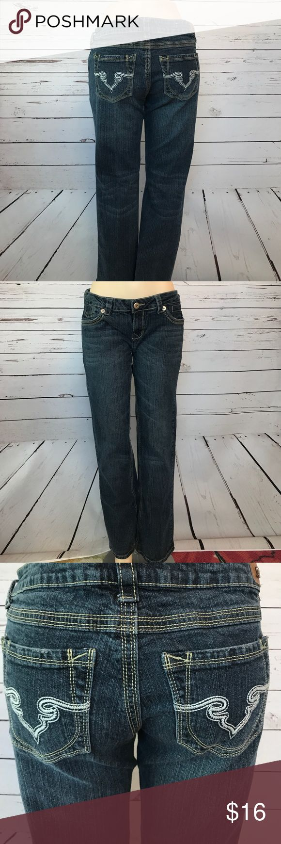 """Royals Blue Denim Jeans size 13/32 Cute pair of denim jeans by Royal Blue these are a little rise boot cut and are a little stretchy waist measures 17"""" and these are 30"""" long. ❤️😊🐾 Royal Blue Jeans Boot Cut"""