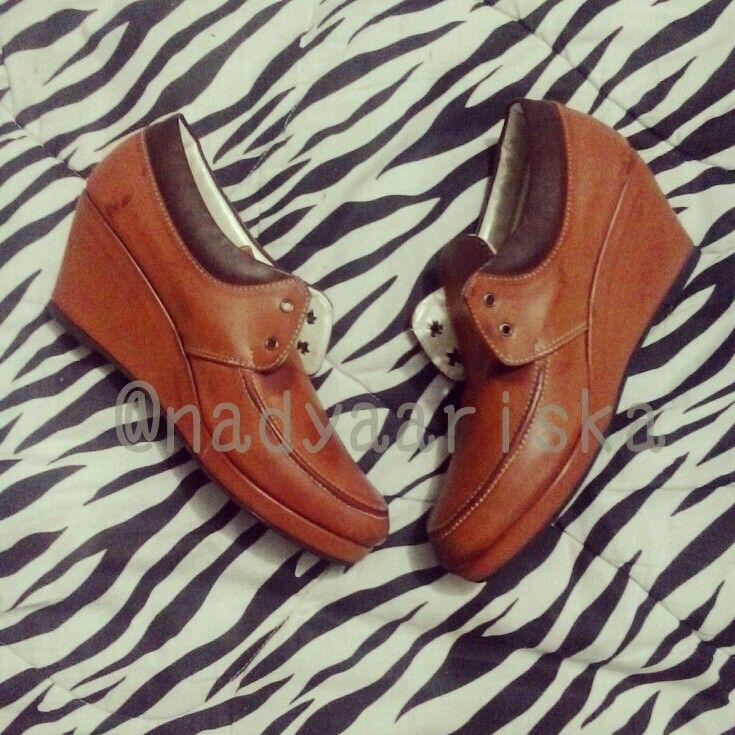 Casual Brown Wedges  BENGKEL SEPATU HANDMADE terima pesanan sepatu custom. bisa satuan / grosir. sepatu cewe/cowo. resseler wellcome. bisa pake merek sendiri. Bisa buat yang size sepatunya oversize/smallsize yang susah cari sepatu di pasaran. . . SEMUA FOTO SEPATU YANG DI UPLOAD REAL PIC HASIL BUATAN KITA YAA . . MINAT /INFO LANGSUNG HUBUNGI KONTAK YA PILIH SALAH SATU BB : 75152D4D LINE : NADYARIS WA : 081321803355  Follow Instagram : @nadyaariska Like Page nya…