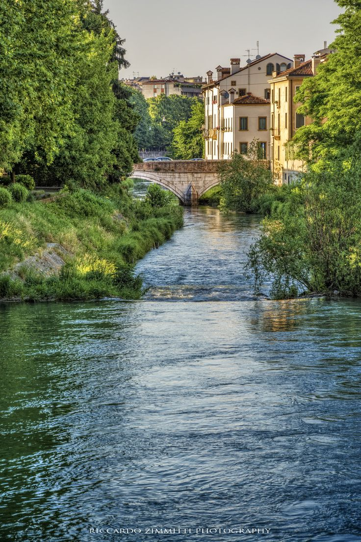 Waterway in Padua, Veneto, Italy http://www.vacationrentalpeople.com/vacation-rentals.aspx/World/Europe/Italy/Veneto