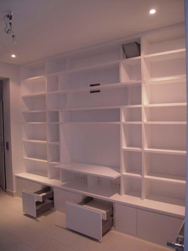 libreria a medida lacada en blanco