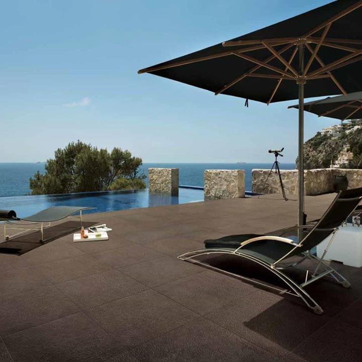 Πισίνα δίπλα στην θάλασσα  #kypriotis #kipriotis #plakakia #anakainisi #athens #ellada #greece #hellas #banio #dapedo #diagonismos