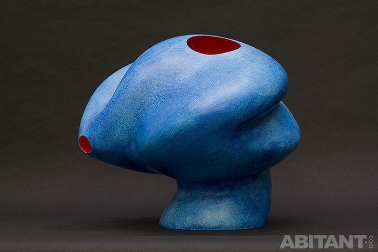 Голубая абстрактная скульптура