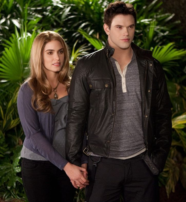 Rosalie Hale & Emmett Cullen | Twilight Saga: Breaking Dawn Part 2    #nikkireed #kellanlutz #couples