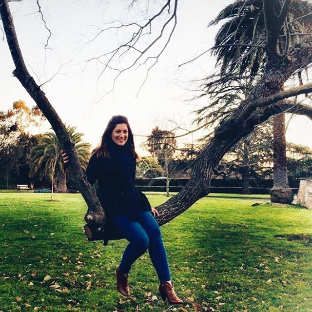 🇦🇺 Cooler days in Melbourne ... just sitting on a tree branch as you do 🙃 #tbt ~ If you're in Melbourne highly recommend you visit Canterbury Gardens, it's such a beautiful place 💚💚 . . #canterbury #canterburygardens #melbourne #melbournelifelovetravel #victoria #australia #park #gardens #nature #beautiful #peaceful #relaxing #winter #ruggedup #explore #travel #love #live #tree #melbournegirl #italiangirl