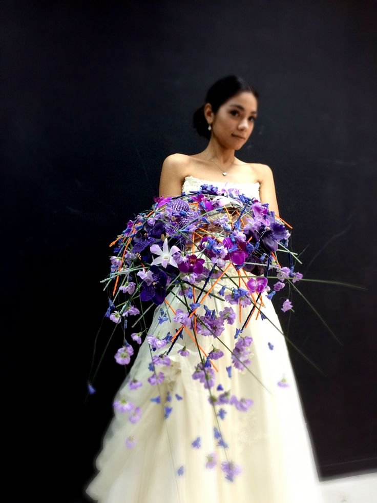 Gorgeous contemporary trailing purple wedding bouquet by Tomas de Bruyne http://www.tomasdebruyne.com/