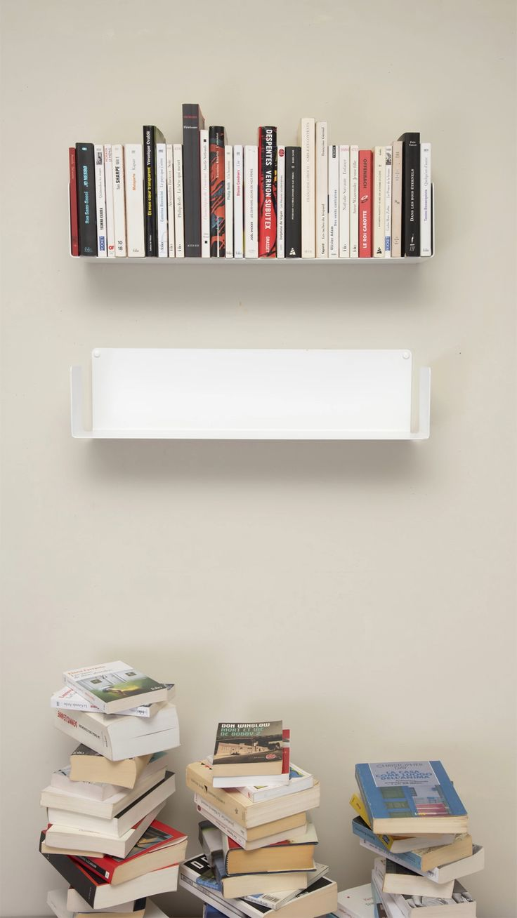 Create a perfect bookcase with the floating shelves TEEbooks! 📔📕📗📘📙 Invisible and functional, they are the best for your 🏡 Bookshelves For Small Spaces, Creative Bookshelves, Bookshelves In Bedroom, Floating Bookshelves, Furniture For Small Spaces, Ideas For Bookshelves, Wall Shelves For Books, Bedroom Wall Shelves, Book Shelf Diy
