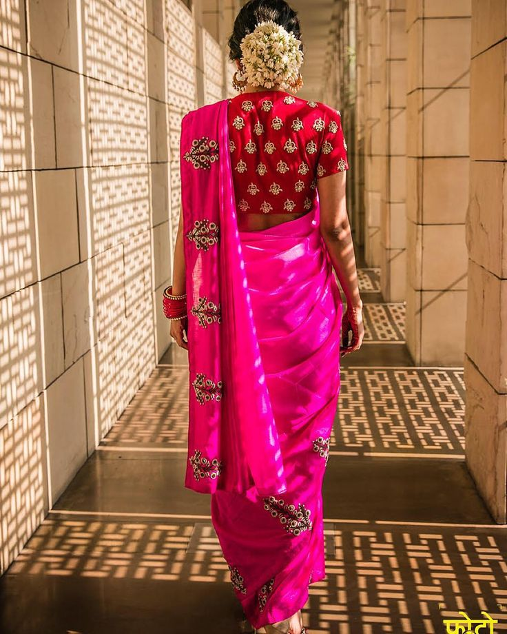 """We love the touch of gajra on fashion blogger @shreyakalra1 at her engagement 