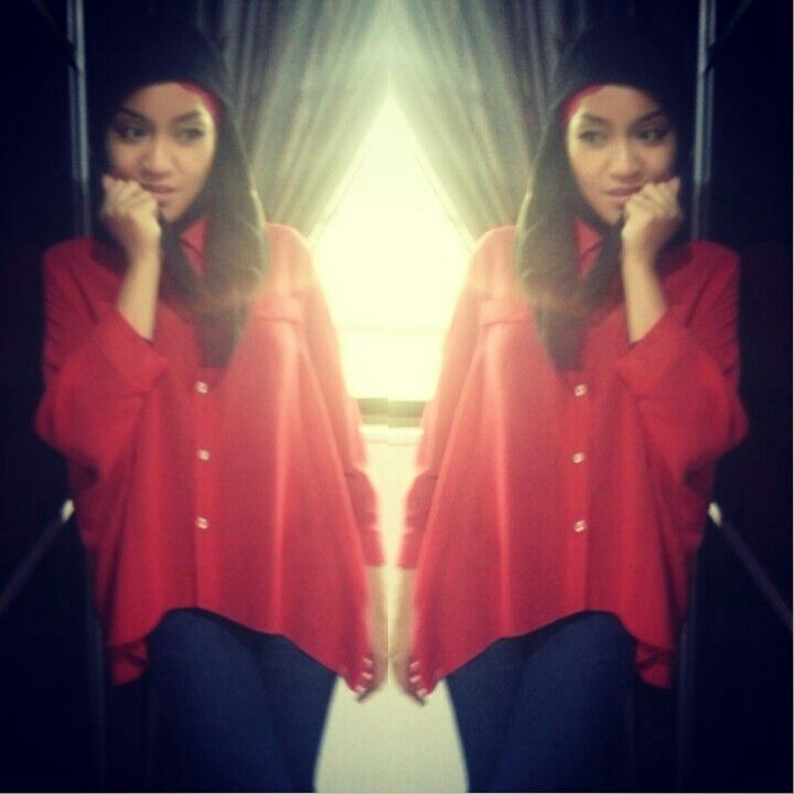 Red blouse  Black Scarf bawal  Skiny jeans