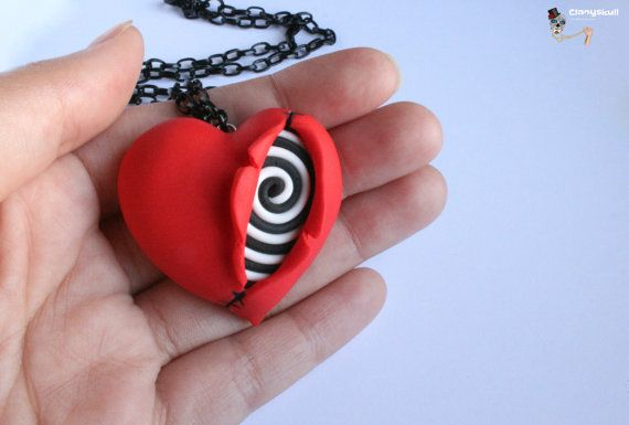 Collier que je l'aime Tim Burton.                                                                                                                                                                                 Plus