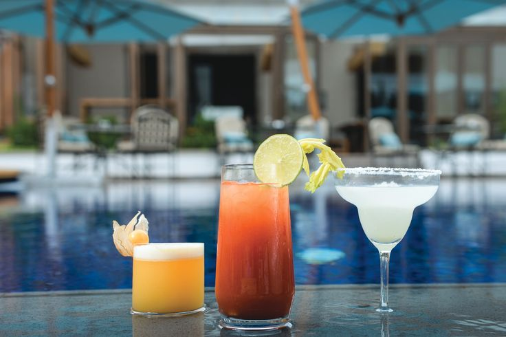 Enjoy delicious cocktails by the pool at Cusco's Belmond Palacio Nazarenas.