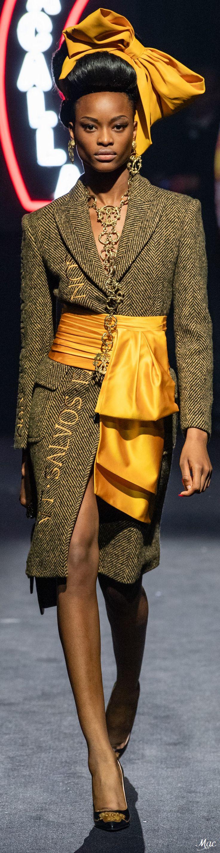 Moschino Pre-Fall 2019 #prefall2019 #pf2019 #fashionshow #womenswear #mode2019