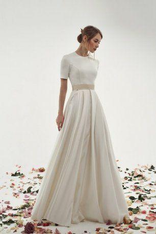 Платье невесты с укороченными рукавами и поясом