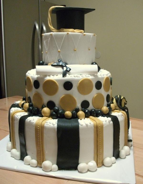 Black and gold graduation cake
