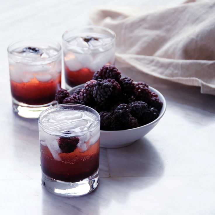 Champagne thursday ginger ale blackberry cocktail for Homemade aperitif recipes