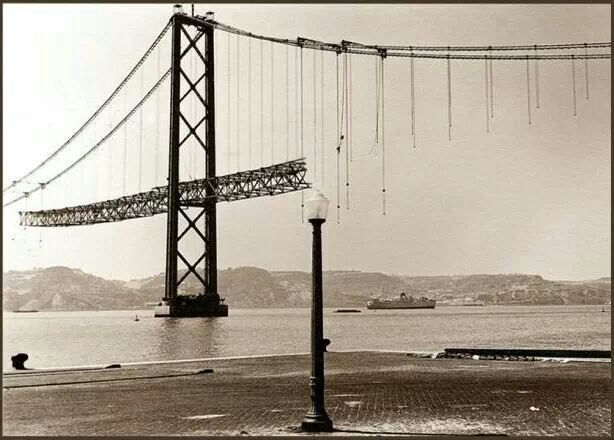 Bridge António Oliveira Salazar in construction (renamed 25 Abril).  Tagus River, Lisboa 1963. Photo by Helder Matos