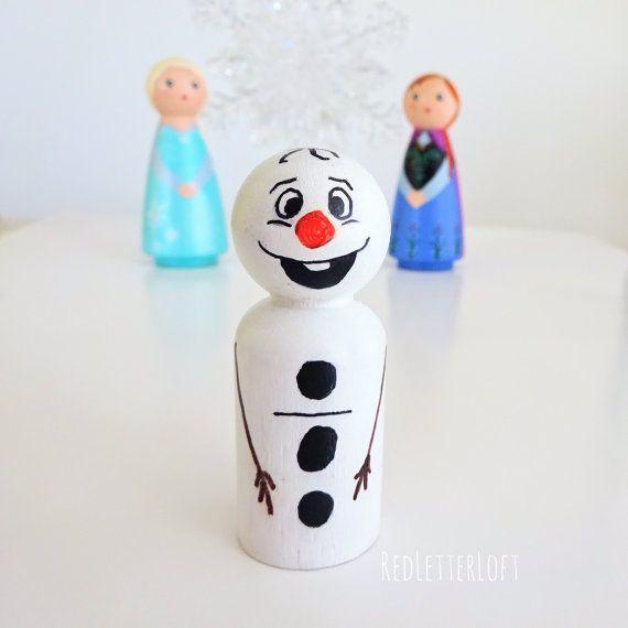 Dies ist für eine Reihe von Frozen Peg Puppen inspiriert! Dieses Set beinhaltet Elsa, Anna und Olaf! Diese sind groß, als Spielzeug oder für die Anzeige und machen ein tolles Geschenk für alle, die den Film lieben! Diese können auch als Geburtstag Kuchen Spitzenwerken verwendet, oder