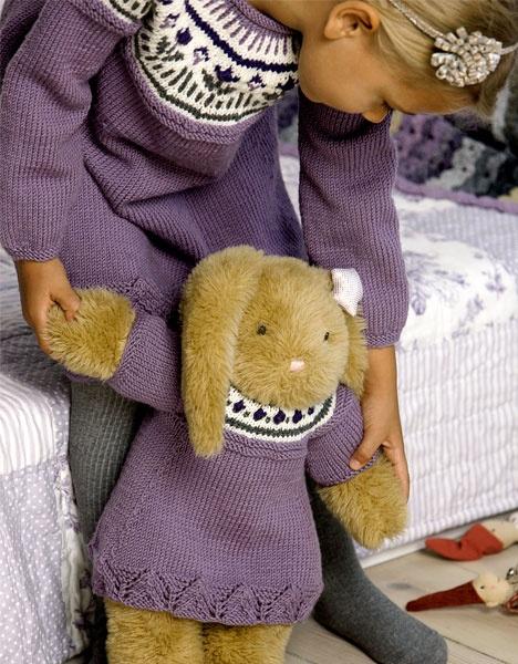 Kjole til pige og bamse http://www.hendesverden.dk/handarbejde/strik/Kjole-til-pige-og-bamse-uge-4509/
