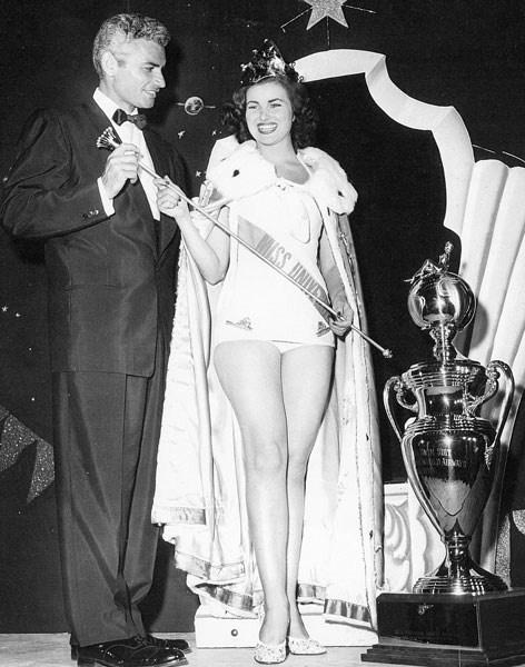 Miss Universo 1953 actriz mexicana de ascendencia Francesa (representando a Francia)