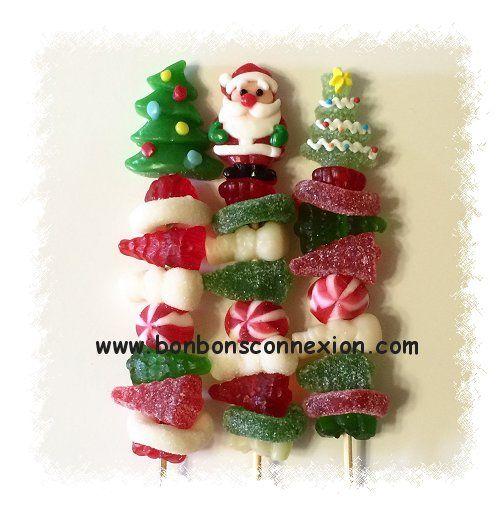 Brochette de bonbons de Noël - Christmas candy kabob.  #ChristmasCandyKabobs #BrochettesBonbonsNoel