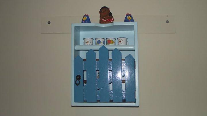 Nicho artesanal feito com gaveta reciclada - Porta chaves e correspondência.