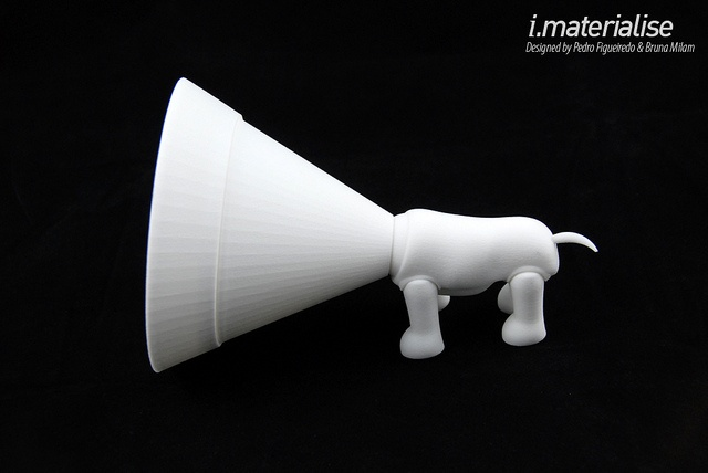 Oh Dog is a 3D printed toy designed by Pedro Figueiredo and Bruna Milam. The head, collar, tail and legs can move. They initially designed the selective laser sintered Oh Dog toy for an Industrial Design graduation project but are now set to turn it  Dog toys for yout dog to play with.    Repin if you approve them.