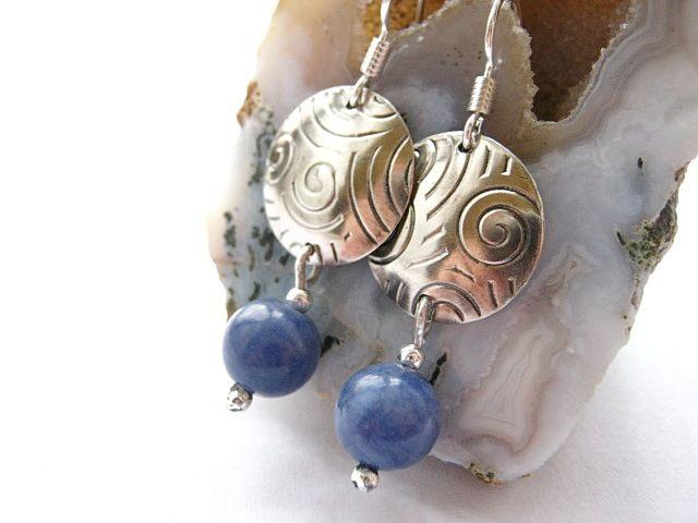 Kharikló függője - ezüst és szodalit fülbevaló, Ékszer, óra, Fülbevaló, Meska / Silver and Sodalite Earrings - disc & drop dangles