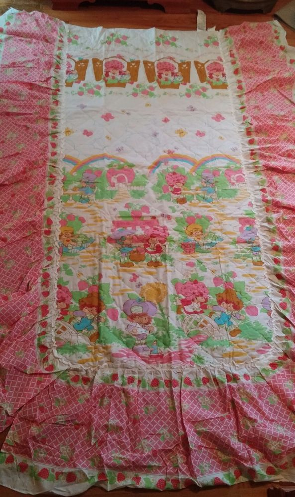 Vtg Strawberry Shortcake BERRY DELICIOUS Twin Quilted Ruffled Bedspread