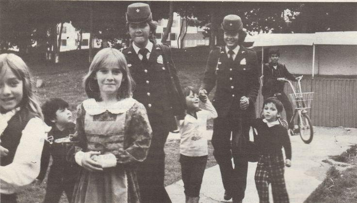 Al incorporarse las primeras mujeres en la Policía Nacional, fueron designadas a trabajar por los niños.