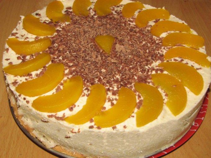 Nepečený dort s broskvemi a mascarpone krémem | NejRecept.cz