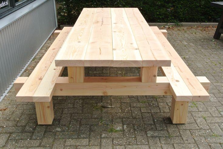 Stoere picknicktafel gemaakt van douglas hout. De afmeting is 250x90cm en kost 949 euro. Wij kunnen deze picknicktafel in alle maten maken.