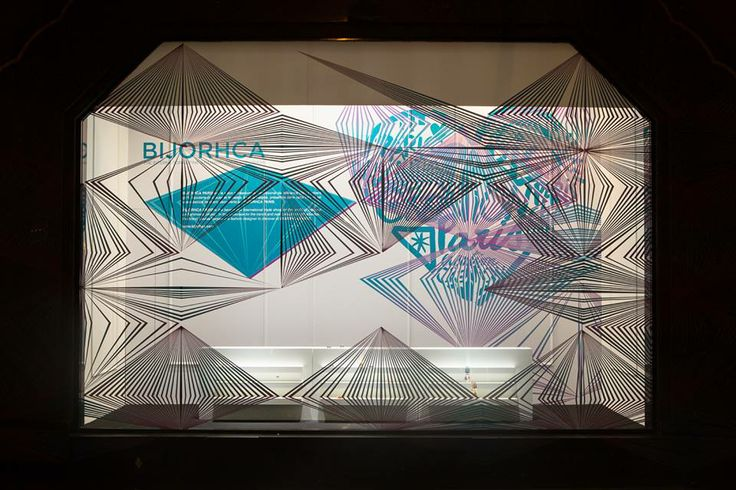 Galeries Lafayette invited upcoming artists: Meilleur Ami, Waiting for the Sun, Louise Vurpas, Okslen, Paloma Casile et Thapelo to create their window displays.