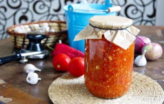 Рецепты аджики из помидоров и чеснока с яблоками, секреты выбора