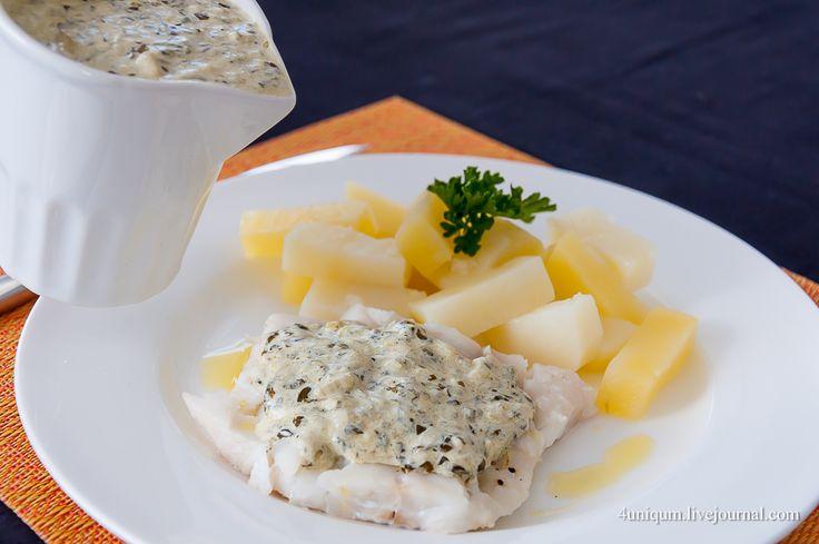 Треска под щавелевым соусом с картофелем, приготовленные в пароварке