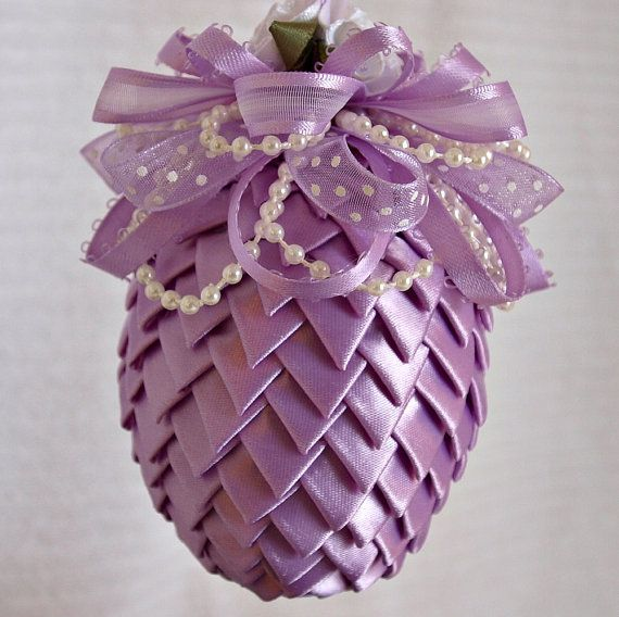 Easter Egg Decoration: beautifully re-make of the Christmas tree ornament for Easter  from Etsy Shop NancysWorkshop
