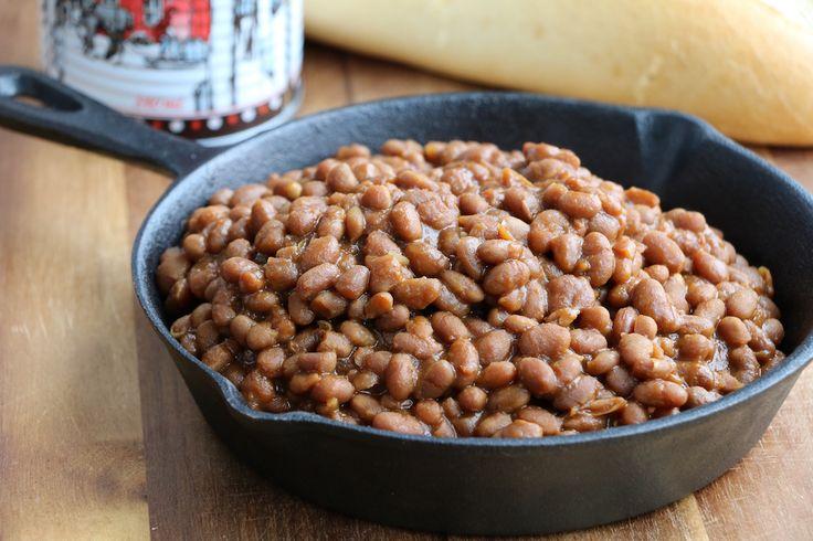 Fèves au lard végé - Ma mère est la meilleure cuisinière du monde c'est pourquoi j'ai revisité sa recette de fèves au lard en remplaçant le lard par du miso (un peu plus végé). Si vous n'arrivez pas à trouver du miso vous pouvez utiliser la meme quantité de sauce soja sans problème.