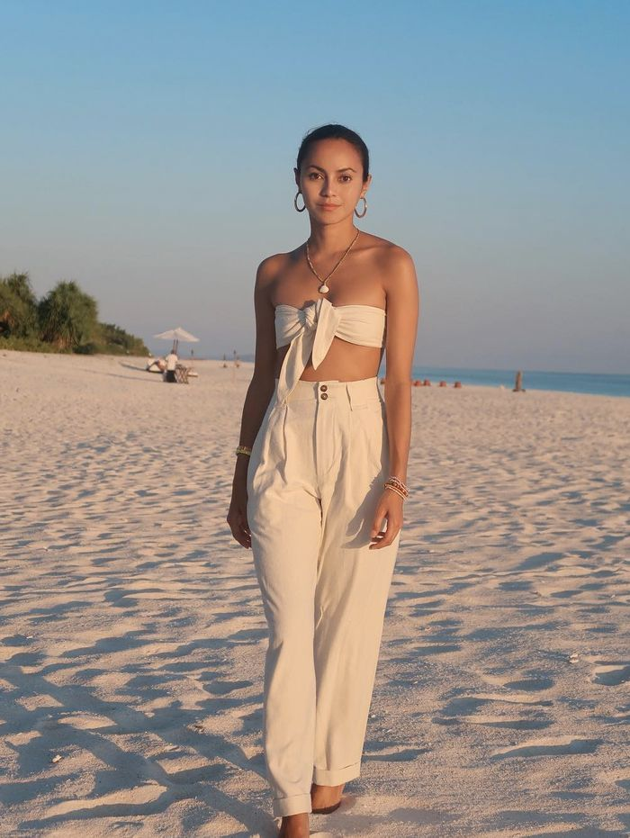 summer holiday outfits: Katrina in a bandeau top and matching white trousers