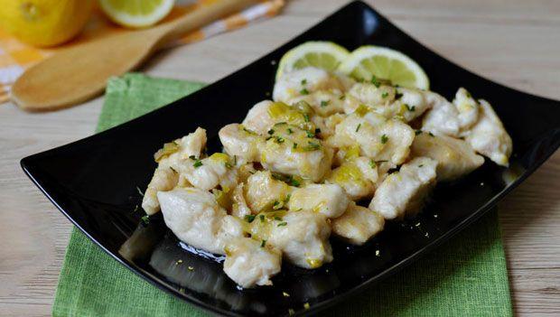 Blanc de poulet au citron Weight Watchers, une recette d'un plat léger, parfumé au citron, à servir avec du riz ou des pâtes.
